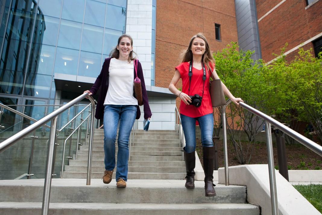 Кэтлин Маклейн (слева) и Лаура Мальдонадо (State Dept./D.A. Peterson
