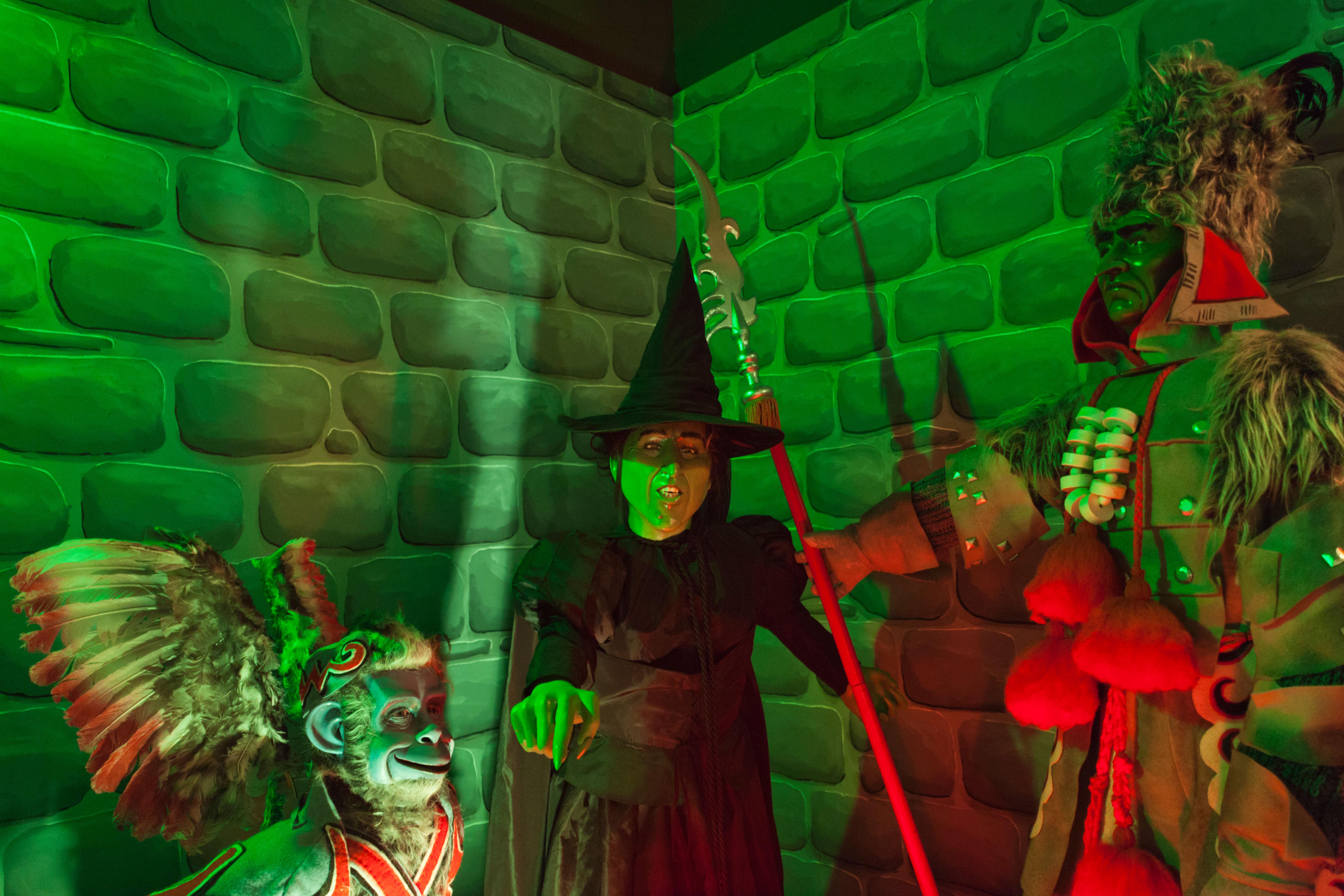تندیسی از جادوگر شهر آز در موزه ویژه آز در شهر وامگو، کانزاس (© Danita Delimont/Alamy Stock Photo)