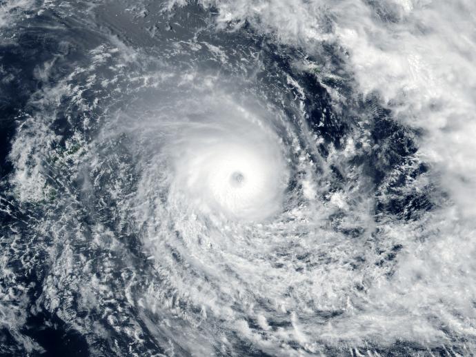 Vue aérienne d'un cyclone sur l'océan (NASA)