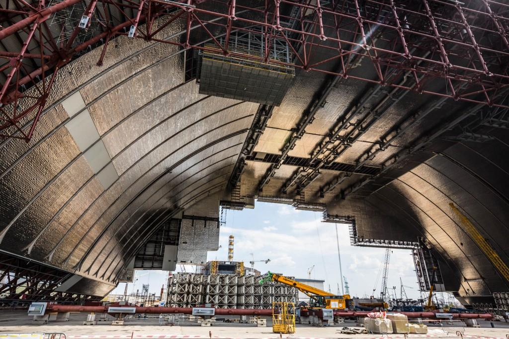 Equipos de construcción debajo de la gran bóveda (Shutterstock.com)