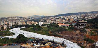 """""""Река"""" мусора в Бейруте (Ливан) (AP Photo/Bilal Hussein)"""
