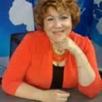 Marisela Villamil sentada a un escritorio. (Foto cedida)