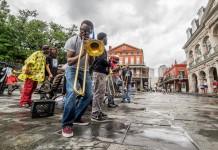 Sebuah grup musik jazz tampil di Jackson Square di New Orleans, Louisiana. (© 2015 DiscoverAmerica.com/Matador Network)