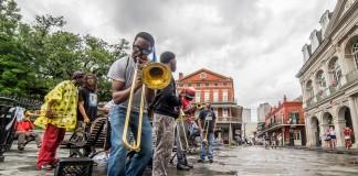 Un orchestre de jazz jouant dans une zone piétonne, à La Nouvelle-Orléans (© 2015 DiscoverAmerica.com/Matador Network)