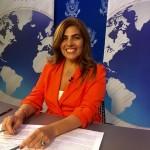 Alexandra Arata sentada a un escritorio. (Foto cedida)