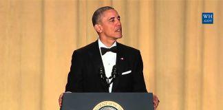 پرزیدنت اوباما در لباس رسمی در حال سخنرانی پشت تریبون (عکس از کاخ سفید)