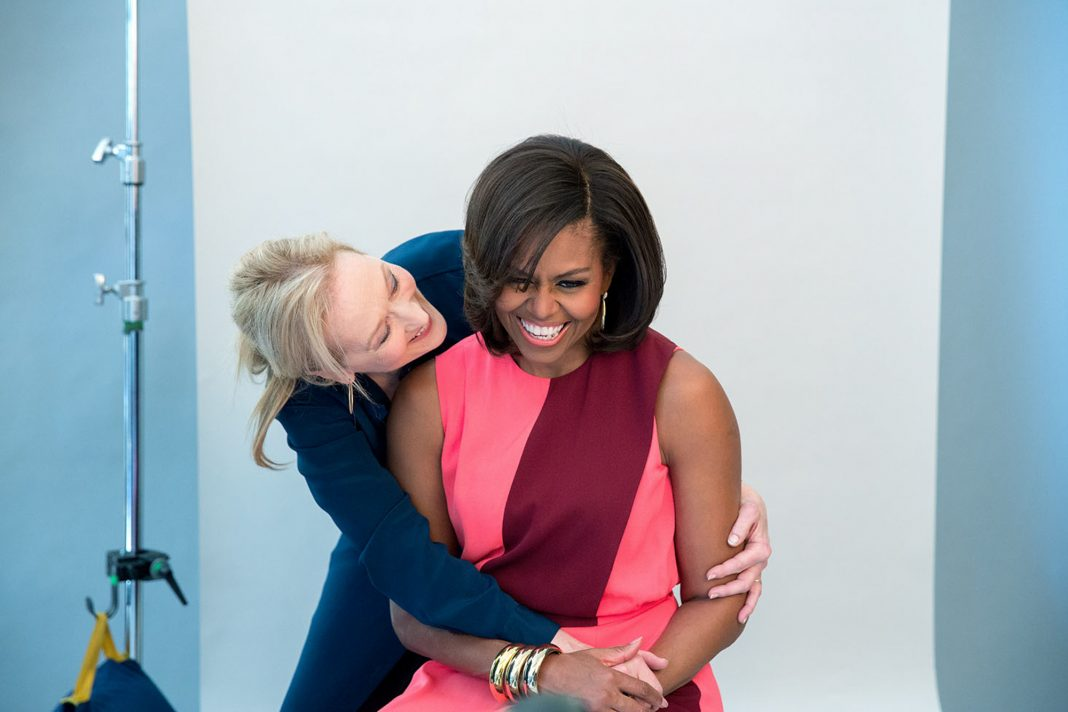 Meryl Streep hugging Michelle Obama from behind (White House/Amanda Lucidon)