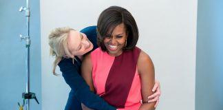 Michelle Obama mendapat pelukan dari aktris Meryl Streep, yang berpartisipasi di Pertemuan Perempuan Amerika Serikat . (White House / Amanda Lucidon)