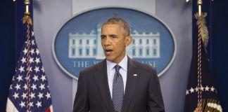 President Obama speaking at podium (© AP Images)