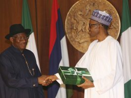 Nigerian President Goodluck Jonathan shaking hands with President-elect Muhammadu Buhari (© AP Images)