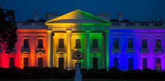 Los colores del arco iris iluminan la fachada de la Casa Blanca (© Getty Images/Bloomberg)