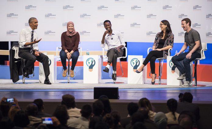 Le président Obama, trois entrepreneurs et Mark Zuckerberg, sur une estrade, assis dans des chaises (Flickr/GES)