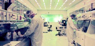 Técnicos trabajando en un laboratorio (Foto cedida por Cyclotron Road)
