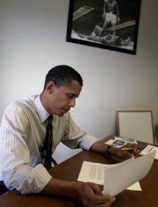 Barack Obama reading (© AP Images)
