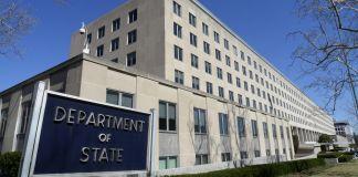 Edificio con un cartel que dice 'Departamento de Estado' (© AP Images)