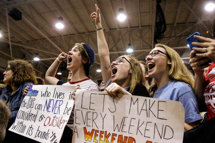 На избирательном участке (AP Photo/Seth Perlman)