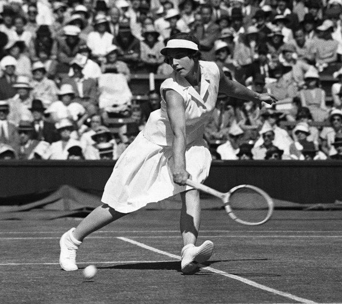 Helen Wills Moody jogando tênis (© AP Images)