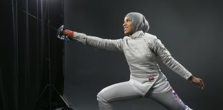 Ibtihaj Muhammad holding sabre and lunging (© AP Images)