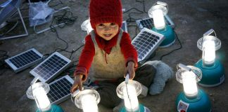 A young girl sitting among solar lanterns (Flickr/TEDx Leh)
