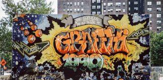 Une fresque graffiti sur un mur (© Charlie Ahearn)