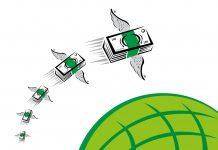Pilas de dinero con alas vuelan sobre el mundo (Shutterstock)