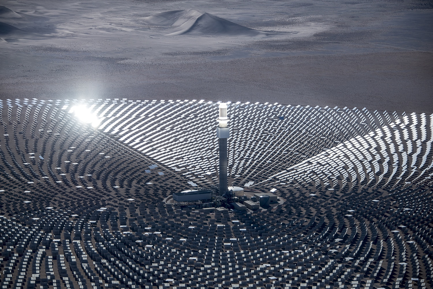 10,347 mirrors surrounding tall tower with illuminated top chamber (Courtesy of SolarReserve)