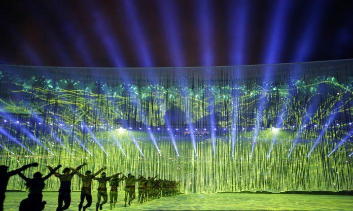 هنرمندان در حال اجرای رقص در مراسم گشایش المپیک ریو (عکس از آسوشیتدپرس)
