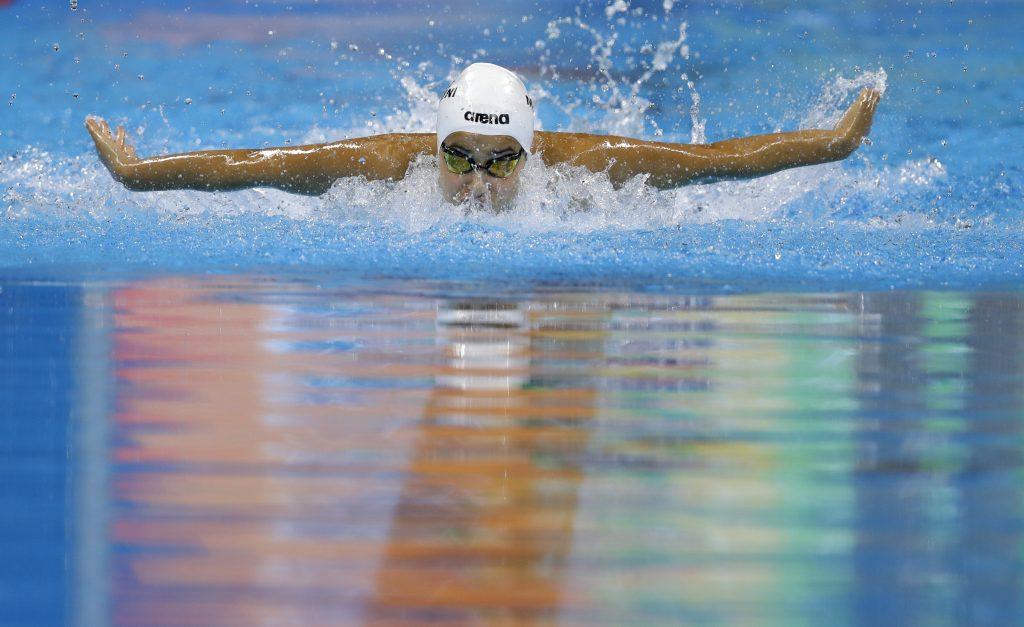 Yusra Mardini swimming (© AP Images)