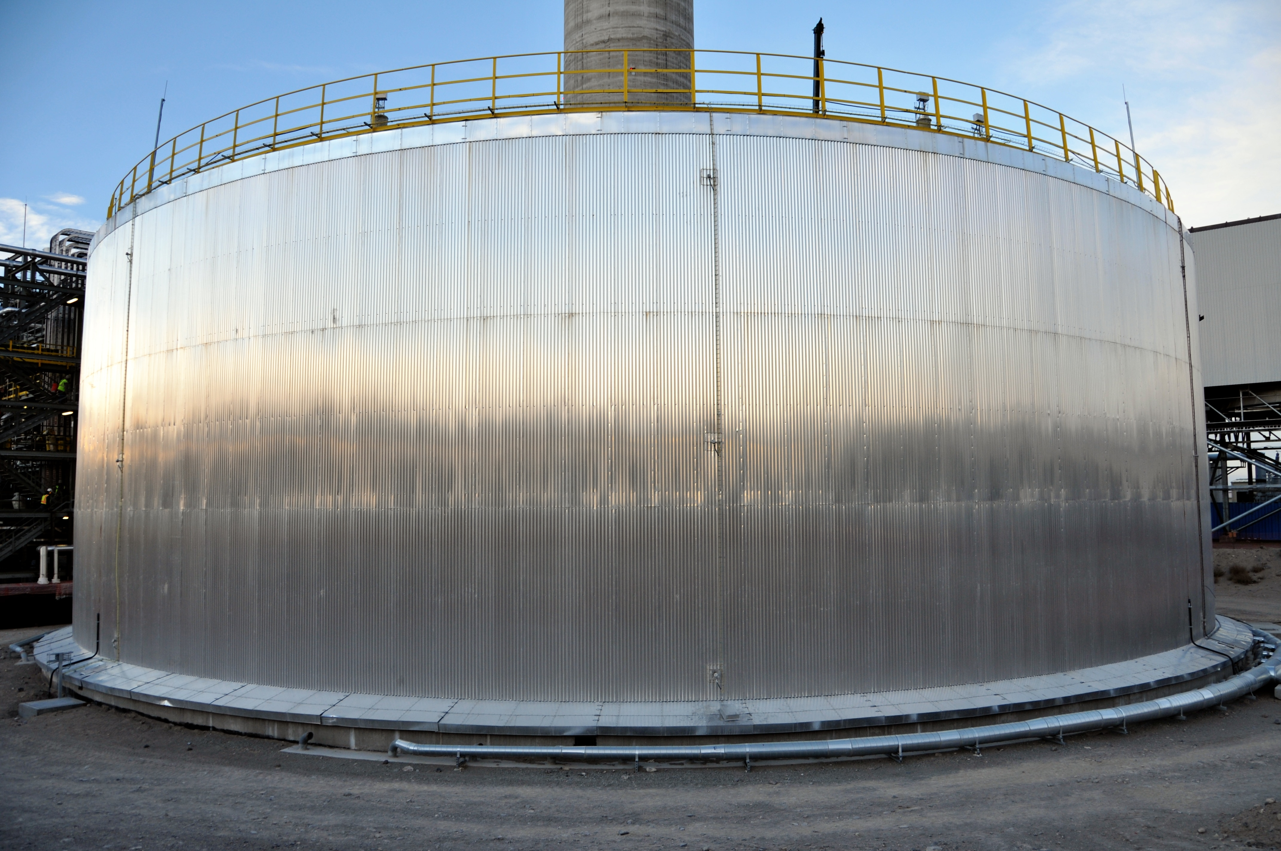 Shiny metal storage tank (Courtesy of SolarReserve)