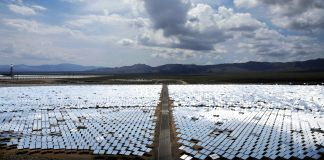 Panoramic view of vast array of mirrors at solar energy project (© AP Images)
