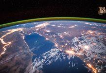 Citra satelit memperlihatkan pemandangan Sungai Nil saat malam, dan juga mampu mendeteksi area-area miskin. (© AP Images)
