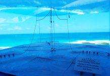 Wave generator overlooking ocean (© AP Images)
