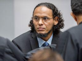 A man wearing eyeglasses (© AP Images)