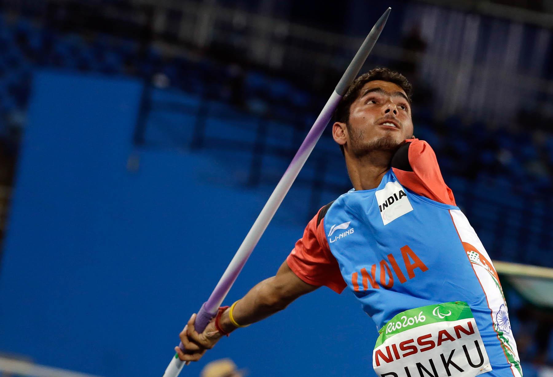 Man throwing javelin (© AP Images)
