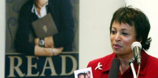Carla Hayden speaking at podium (© AP Images)
