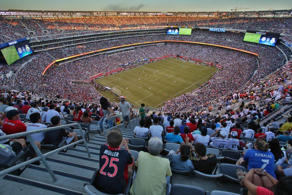 На трибунах MetLife Stadium (© AP Images)