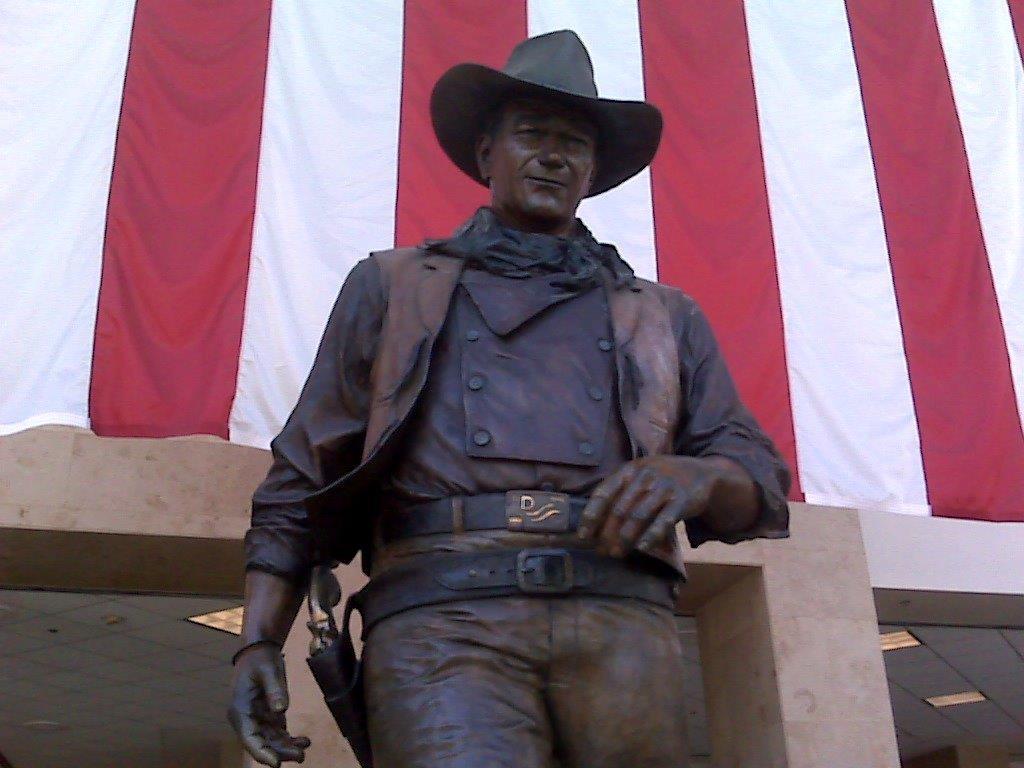 Бронзовая статуя ковбоя (Dave and Margie Hill/Kleerup)