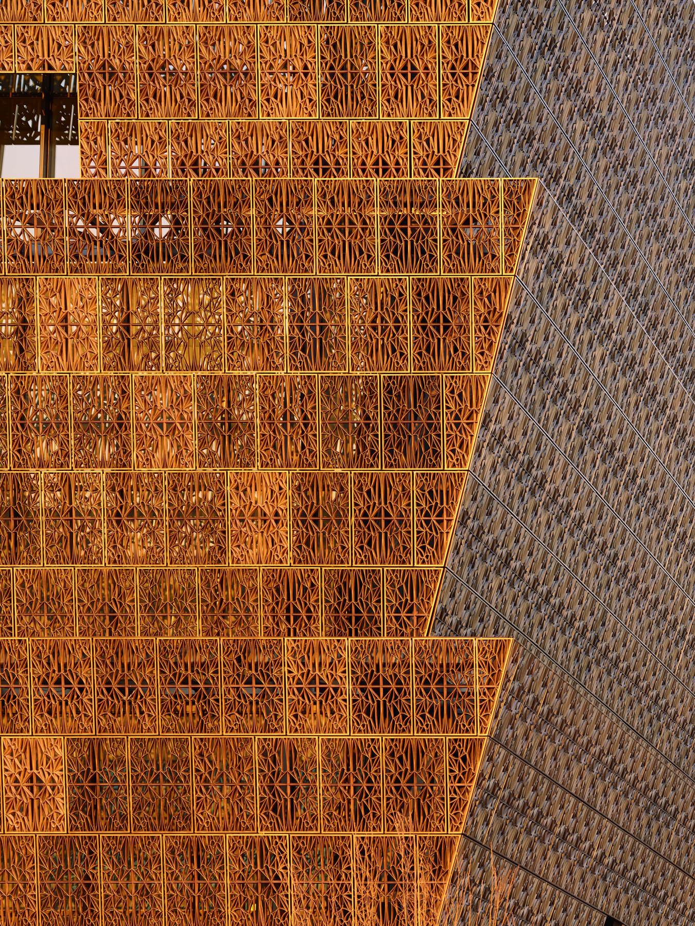 Building exterior (© Alan Karchmer/Smithsonian Institution)