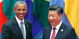 Barack Obama and Xi Jinping shaking hands (© AP Images)