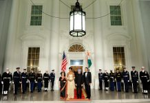 Obamas and Singhs at White House (© AP Images)