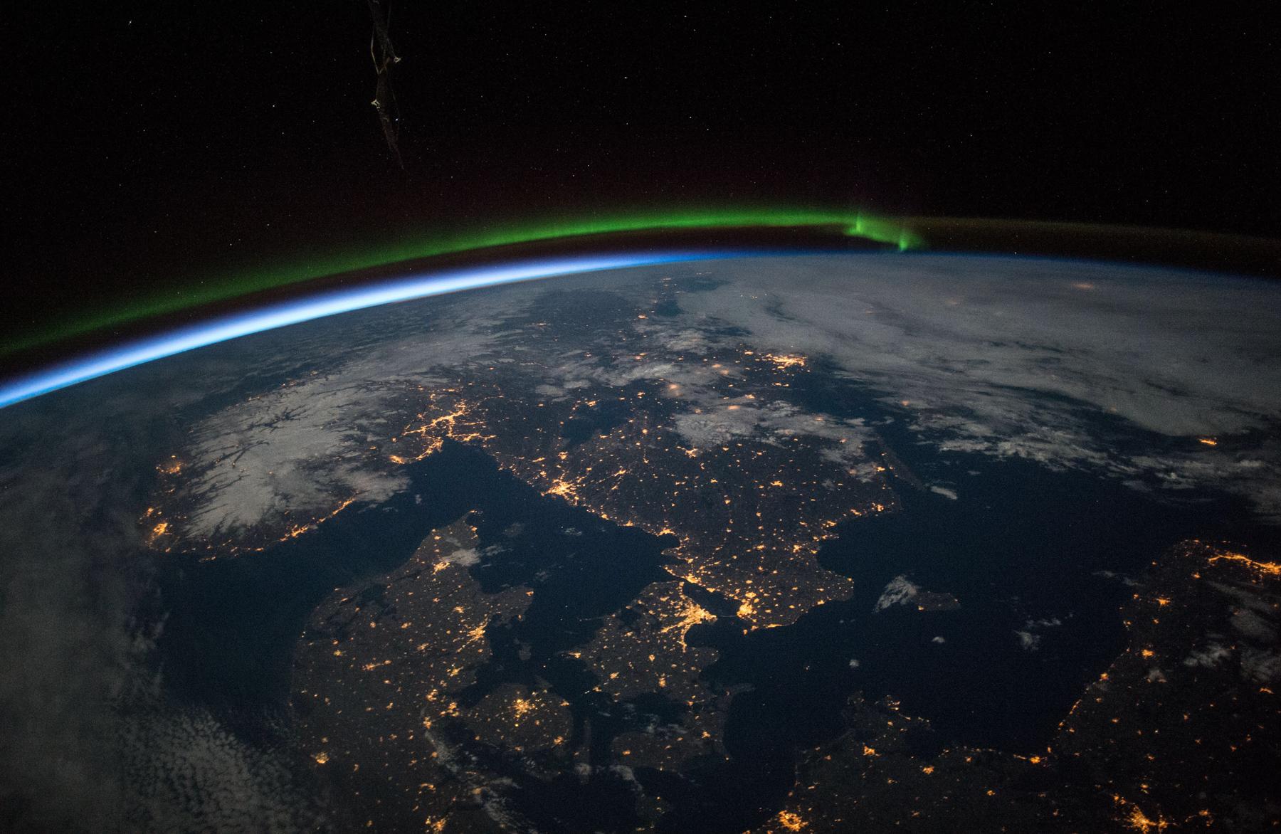 Semaine mondiale de l espace la terre vue d en haut for Iss espace vert