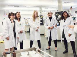 Kunjungan para peneliti wanita di laboratorium L'Oreal's Research & Innovation Labs di Clark, New Jersey (L'Oreal USA)