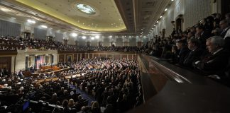 صدر اوباما کانگریس سے خطاب کر رہے ہیں۔ (© AP Images)