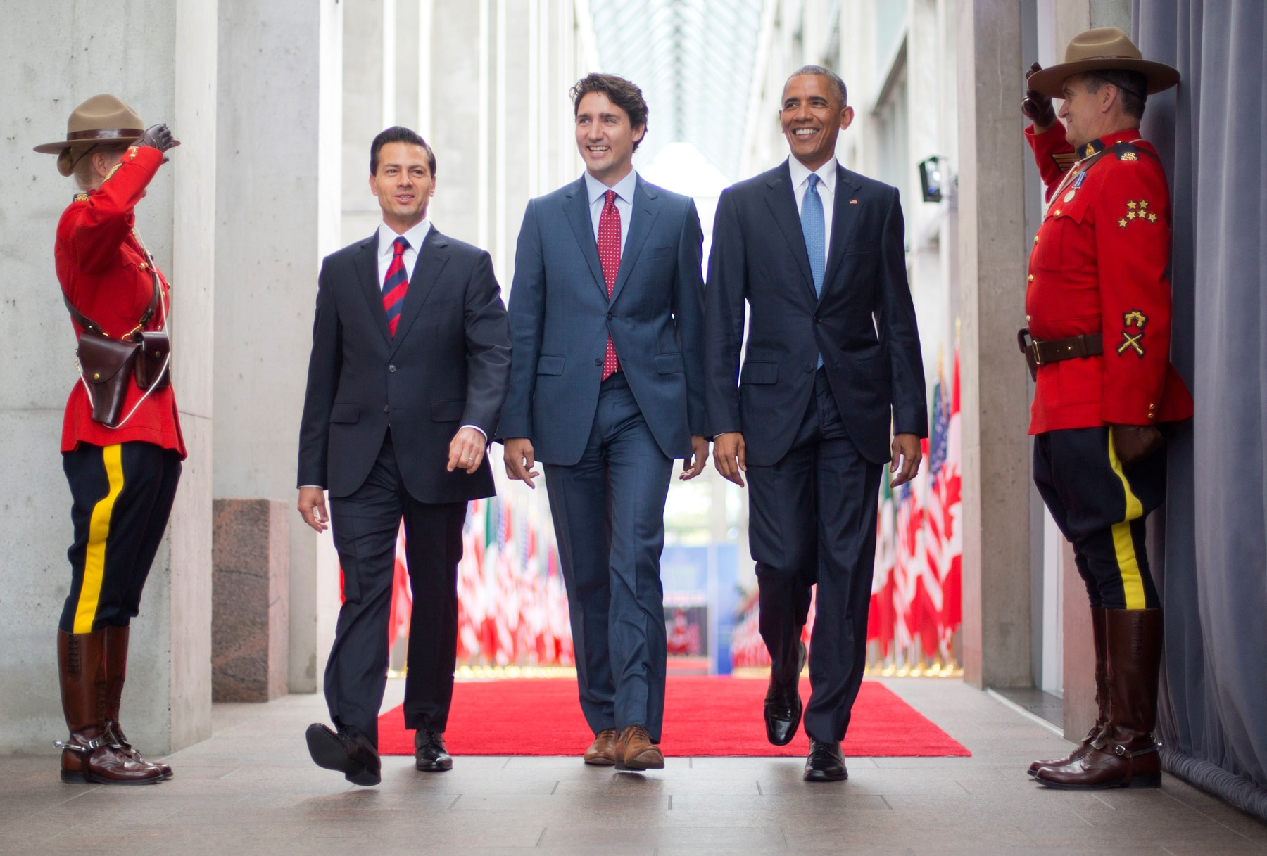 Enrique Peña Nieto, Justin Trudeau and President Obama walking past Canadian Mounties (© AP Images)