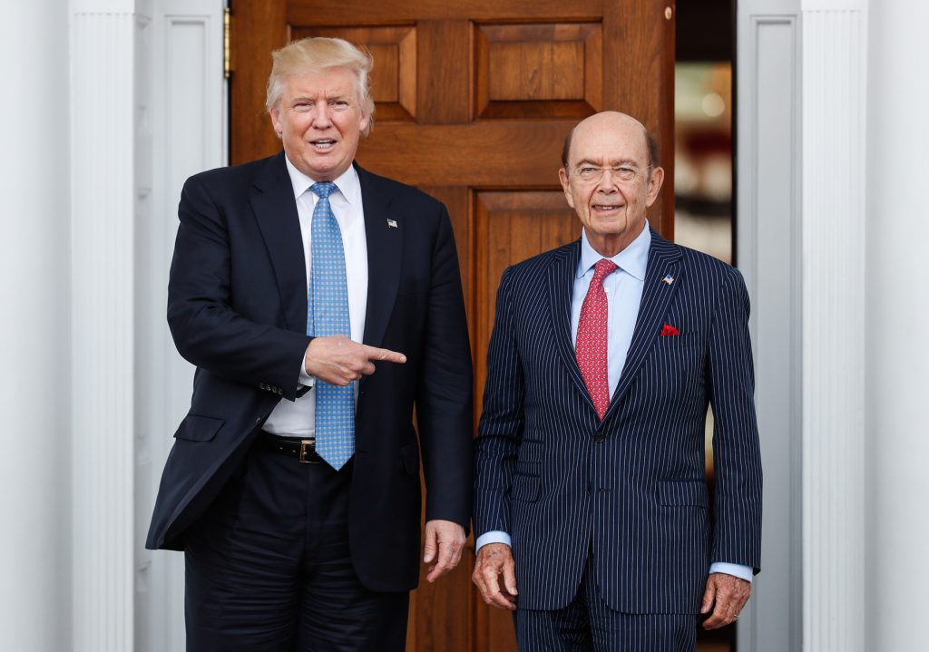 Donald Trump y Wilbur Ross (© AP Images)