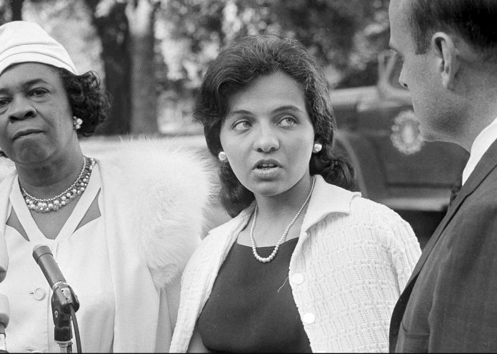 Diane Nash being interviewed by reporter (© AP Images)