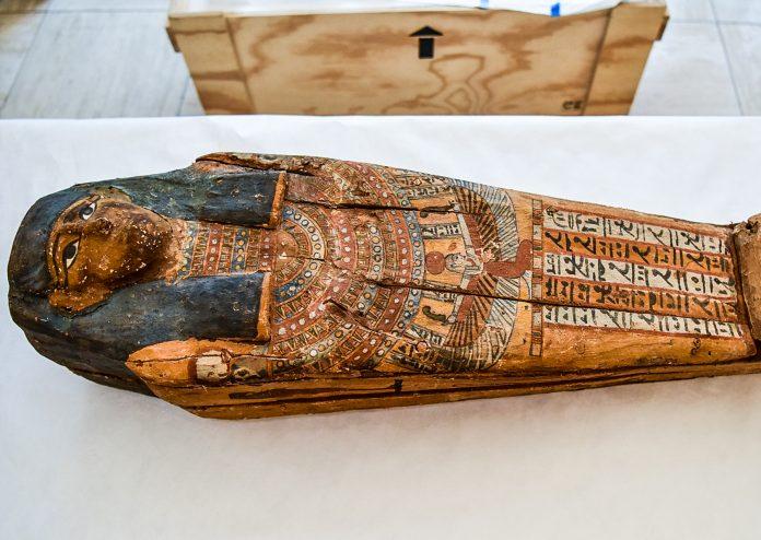 Un sarcophage funéraire égyptien (Immigration and Customs Enforcement)