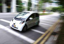 Self-driving taxi atau taksi swakemudi sudah beroperasi di sejumlah tempat di Amerika Serikat dan Singapura. (© AP Images)