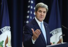 john Kerry speaking at lectern (© AP Images)