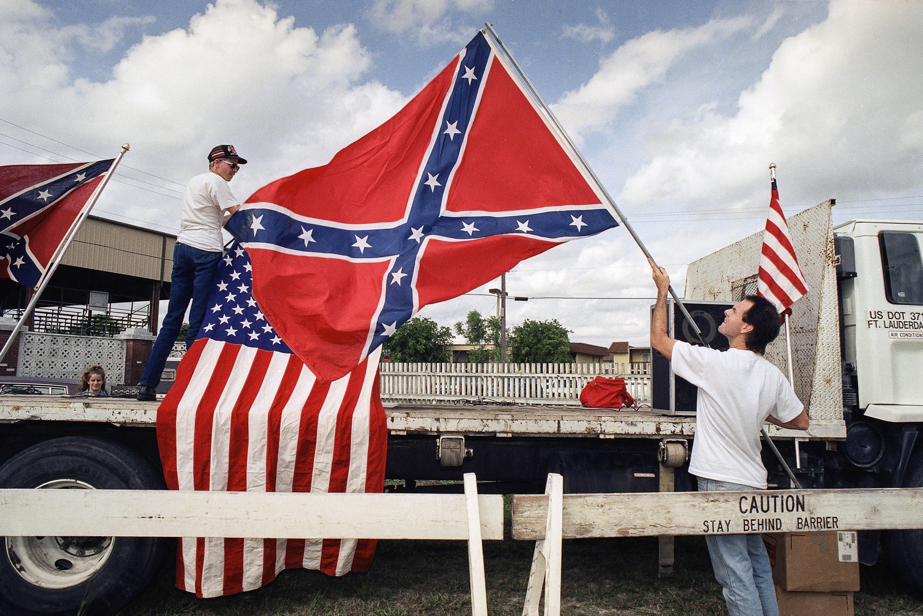 People setting up a stage and arranging flags (© AP Images/Kathy Willens)